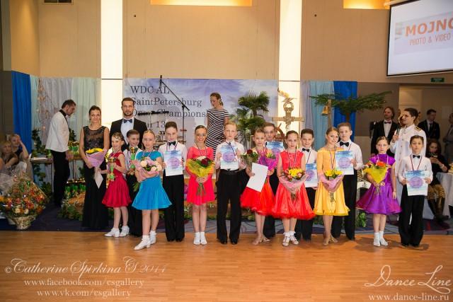 Программ турнира была очень разнообразна, и все зрители смогли насладиться выступлением, как маленьких детишек, так и взрослых танцоров. Несомненно, каждый гость турнира получил множество ярких и положительных эмоций. Всех финалистов соревнования ждали кубки, медали, дипломы и, конечно же, приятные подарки от партнера турнира танцевального салона Dance Line!